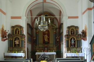 Die barocken Seitenaltäre und der Hauptaltar der Marienkapelle werden komplett restauriert. Zur Zeit wird am rechten Seitenaltar gearbeitet.